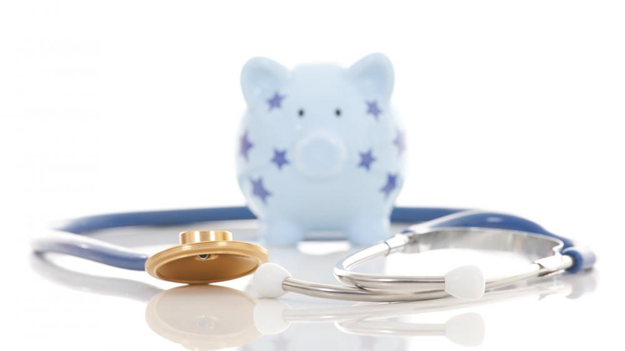 Blue piggy bank with stars surrounded by stethoscope to symbolize why a high deductible plan is good for your financial resources